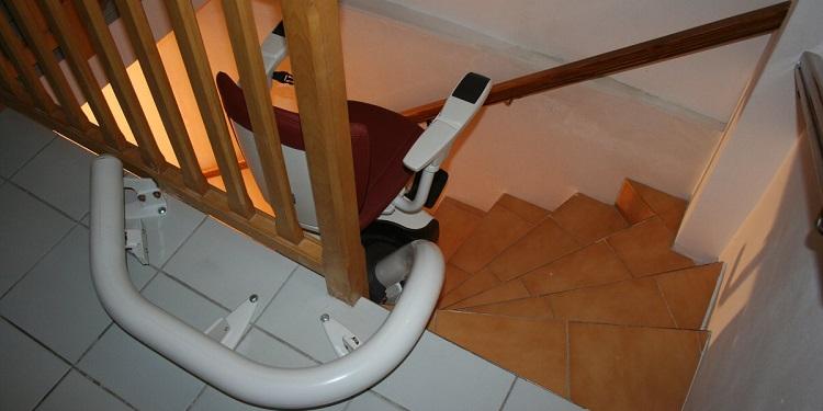 monte escaliers tournant