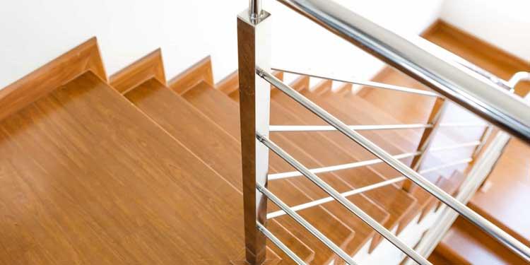 comment monter un escalier comment poser escalier. Black Bedroom Furniture Sets. Home Design Ideas